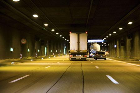 Kiedy można poruszać się pojazdem bez tachografu?