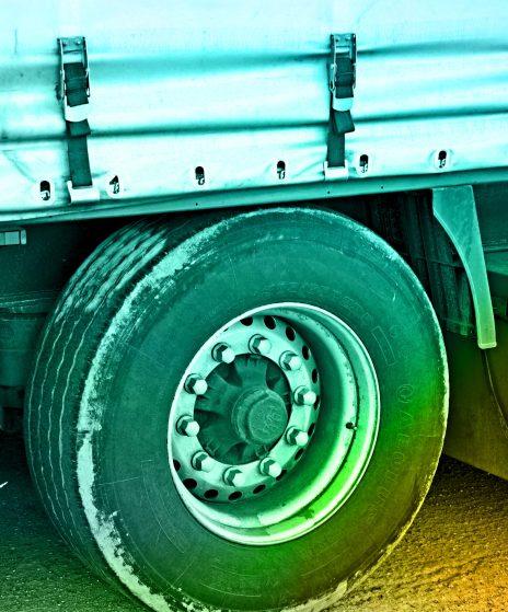 Firma transportowa: przeładunek towaru a ubezpieczenie
