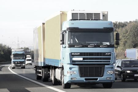 Czy kierowca TIR-a może spędzać noce na płatnych drogach we Francji?